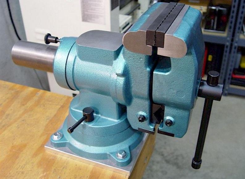Bench-Vise-3-Hardware-Pro